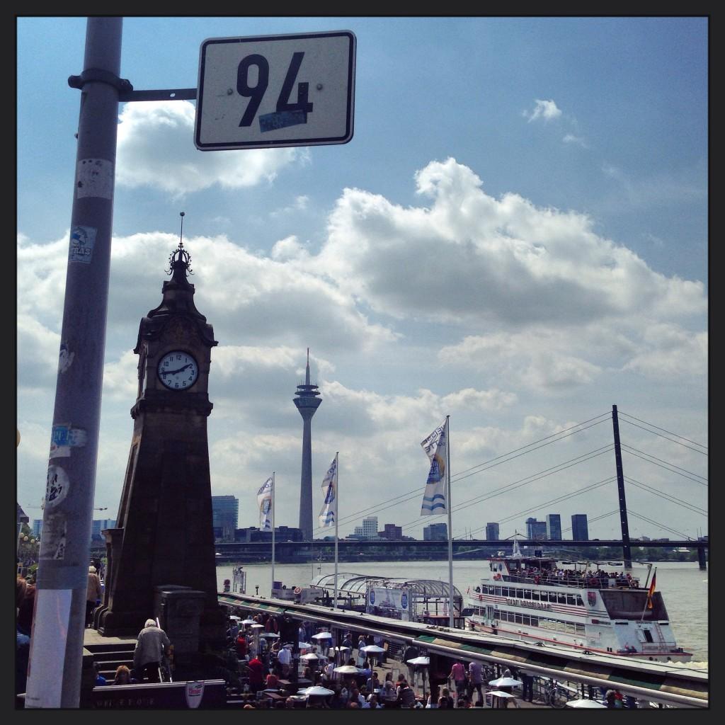 """La """"Rheinturm"""" culmine à 240,5 mètre de hauteur"""