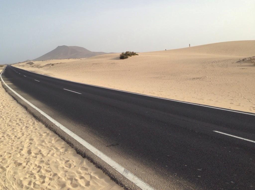 Une route magnifique que l'on croirait juste posée sur le sable