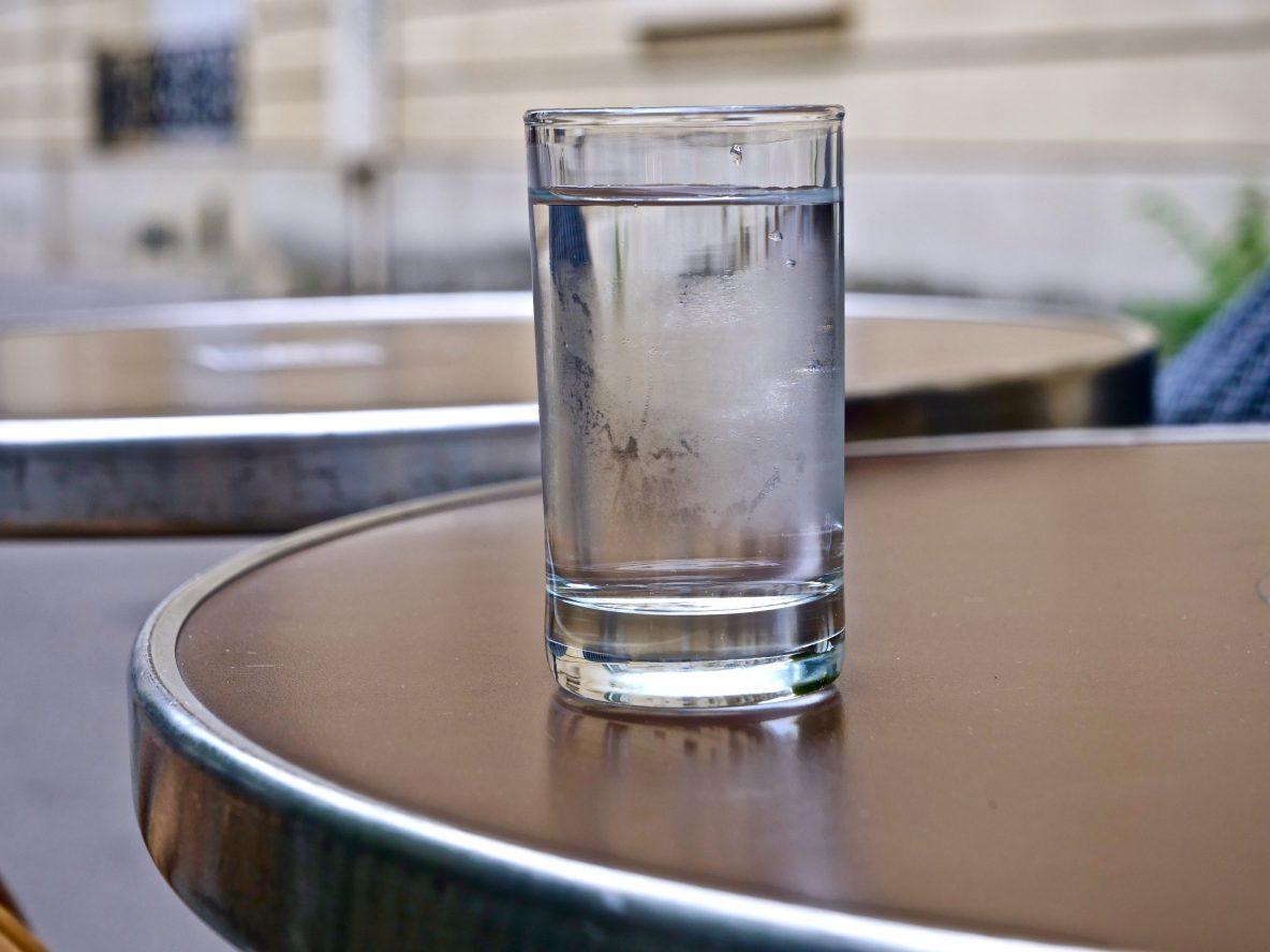 un verre d'eau à prendre avant 10 heures du matin