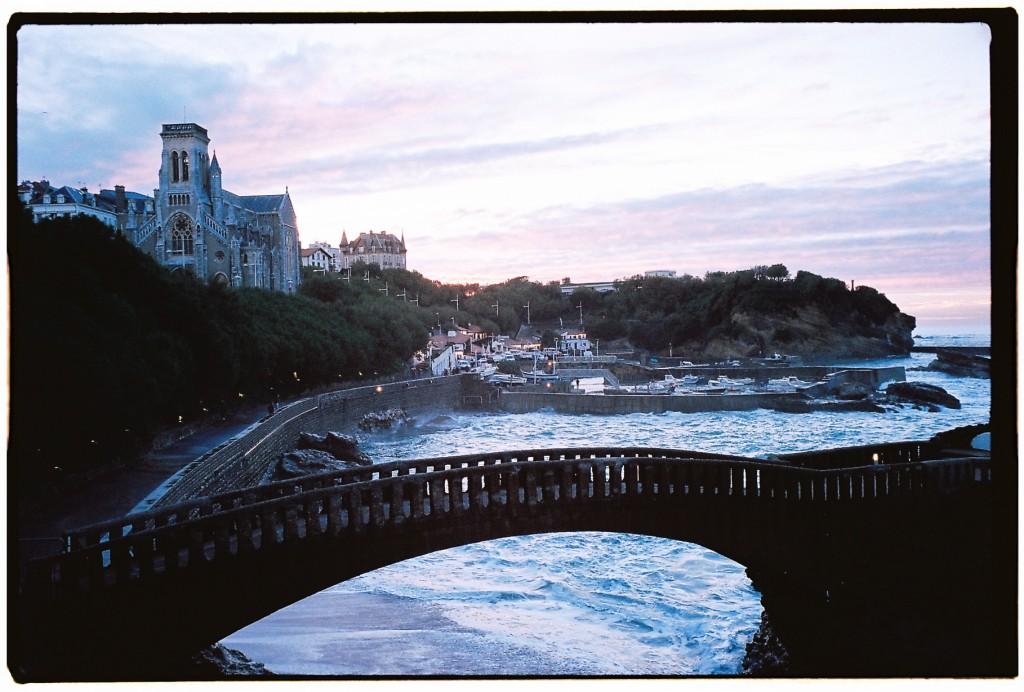 Vue sur le petit port de Biarritz