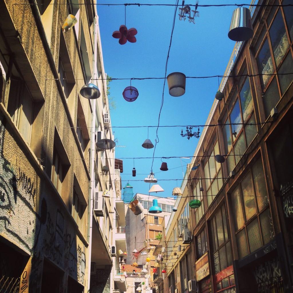 65. Une rue originale du centre d'Athènes