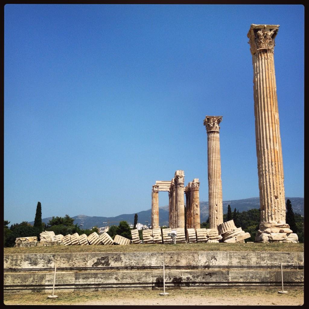 67. Le temple de Zeus à Athènes, une colonne est à terre