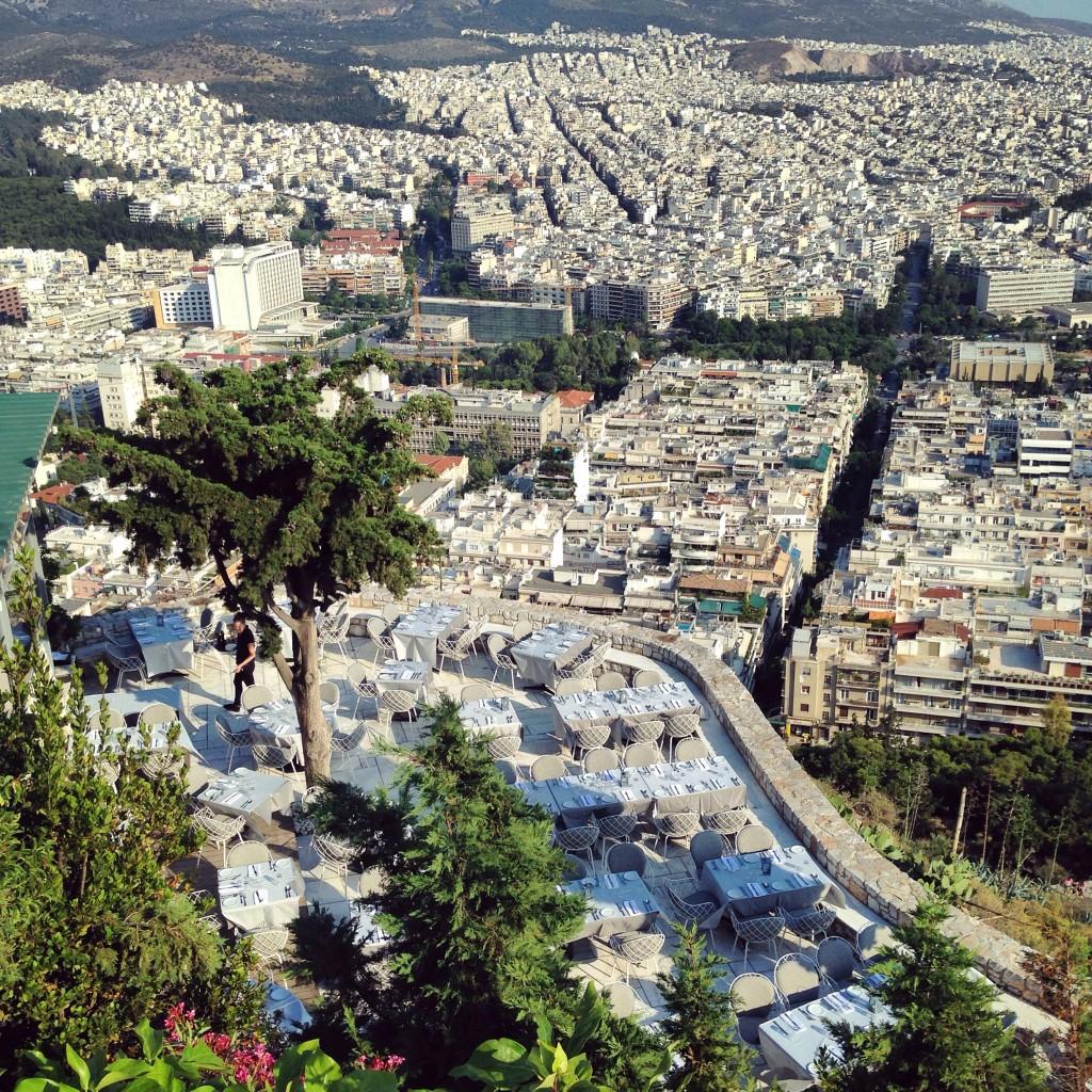 79. Un restaurant avec une vue exceptionnelle au sommet de la colline Lycabette à Athènes