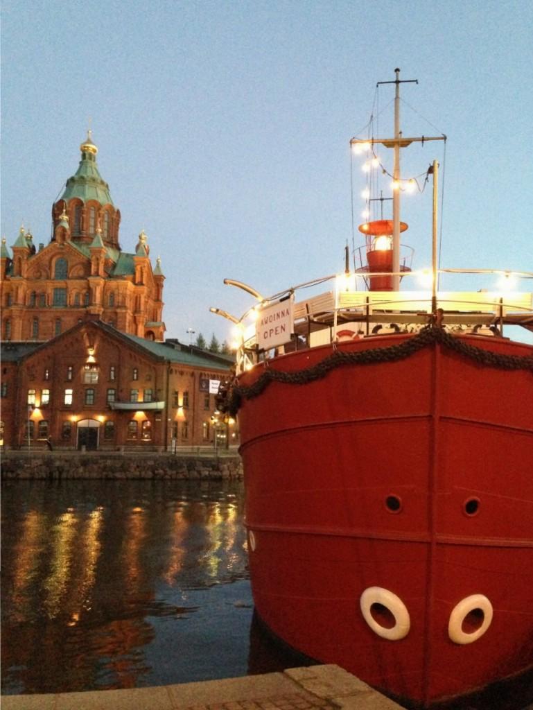 60. La cathédrale d'Uspenski lors d'une longue soirée d'été