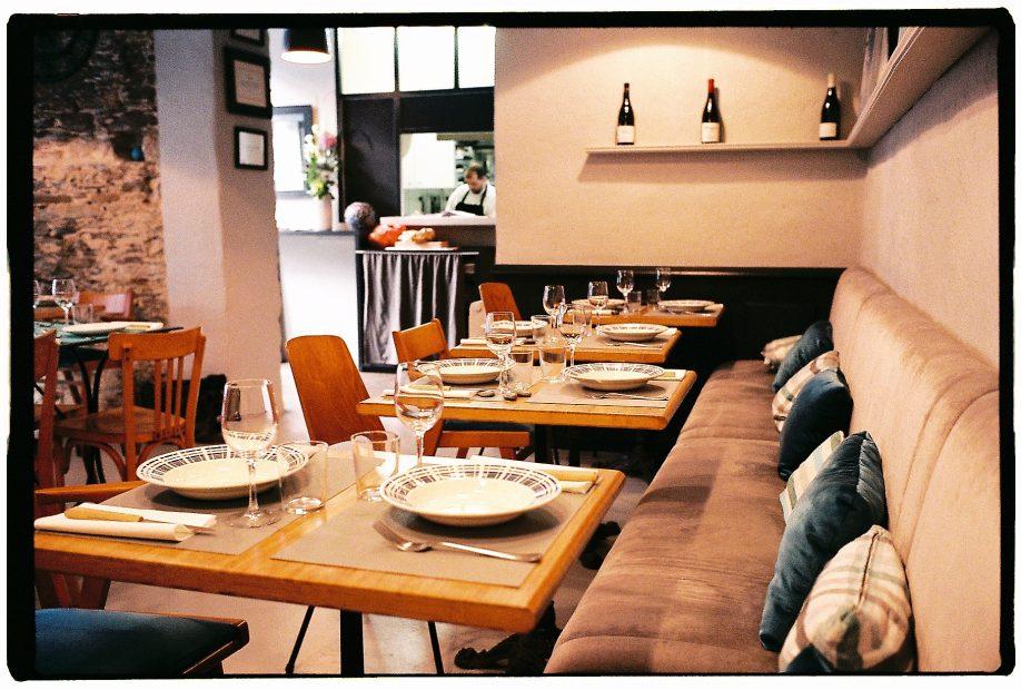 L'intérieur du restaurant le Petit Boucot à Nantes