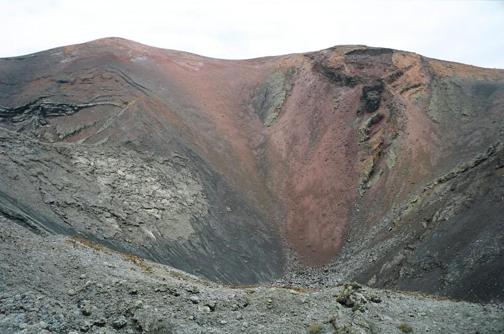 Le cratère d'un volcan sur le parc de Timanfaya