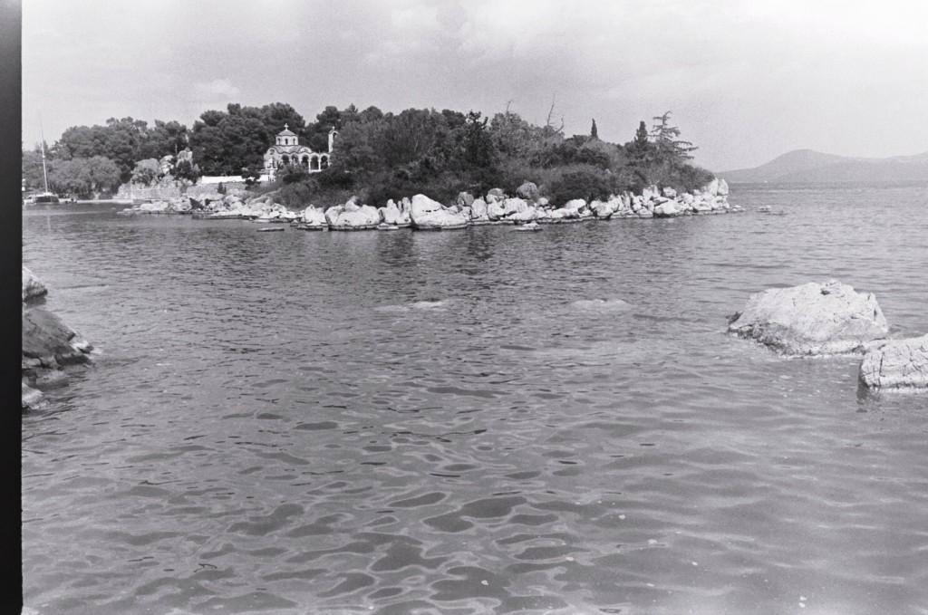L'entrée du port de la presqu'île de Méthana