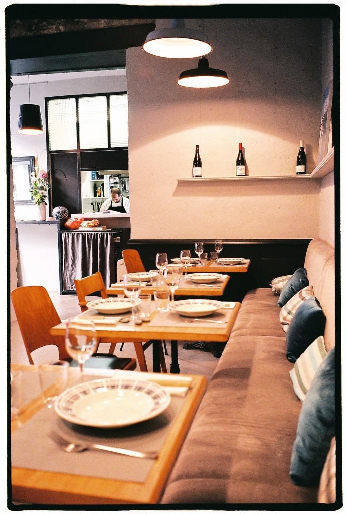 Travail en cuisine ouverte au Petit Boucot