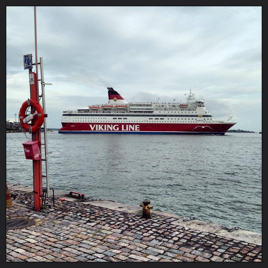 41. Un Ferry à la manœuvre
