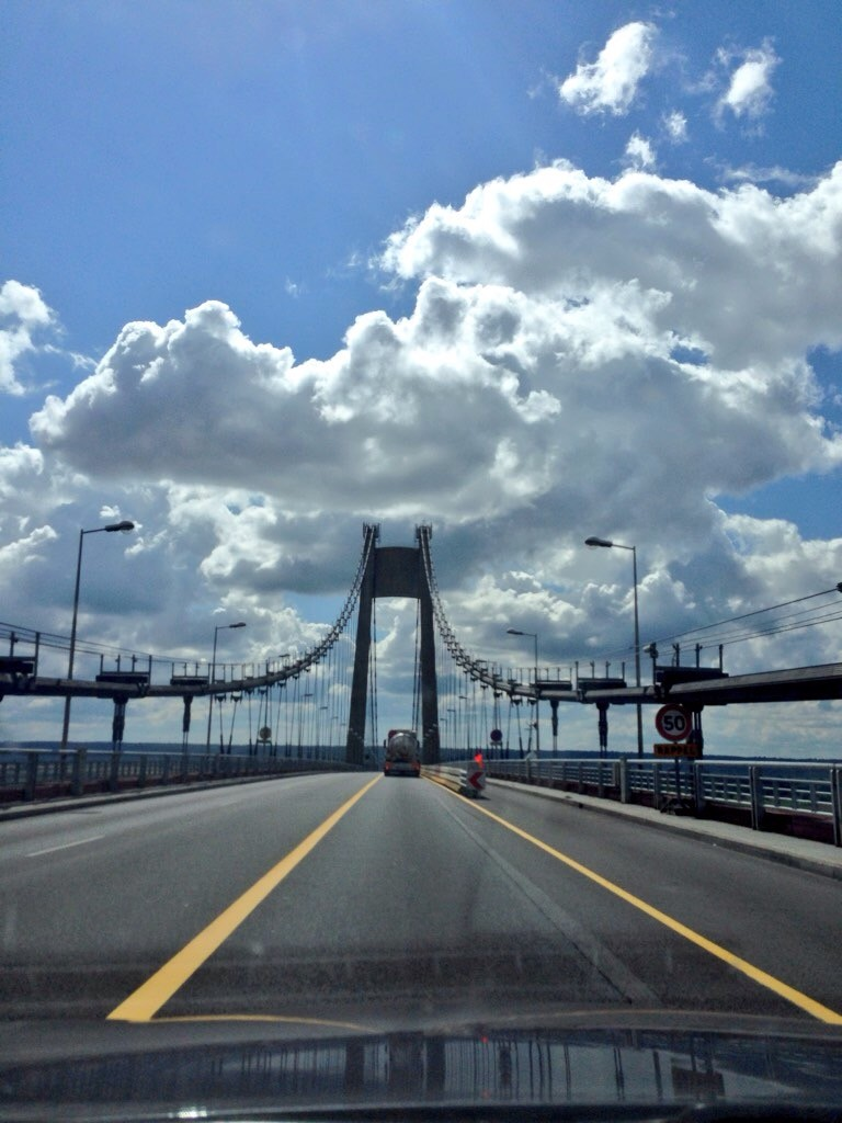 Une route sur un pont en Normandie