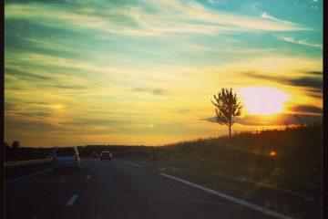 Coucher de soleil sur une Autoroute de l'Ouest de la France