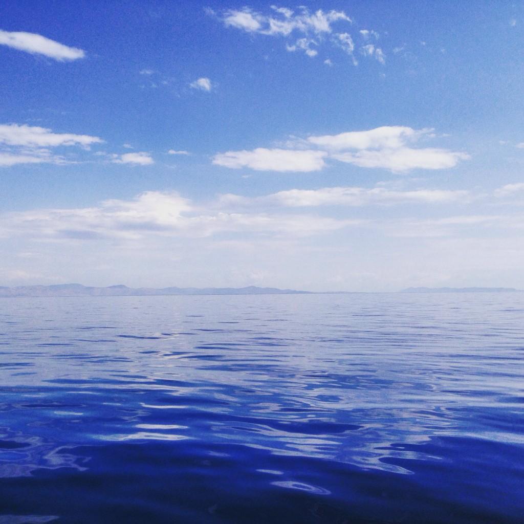 Pétole sur la mer Égée en Grèce