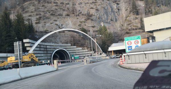 L'entrée dans le tunnel du Mont-Blanc