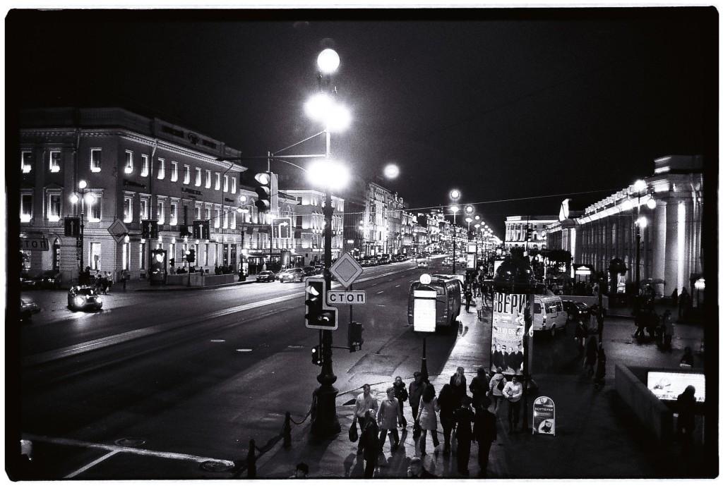 Les Champs-Elysées de Saint-Pétersbourg se nomment Nevski Prospekt