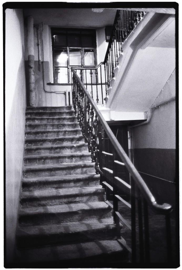 Les cages d'escalier n'inspirent pas vraiment la confiance. Mais il faut bien rentrer chez soi.
