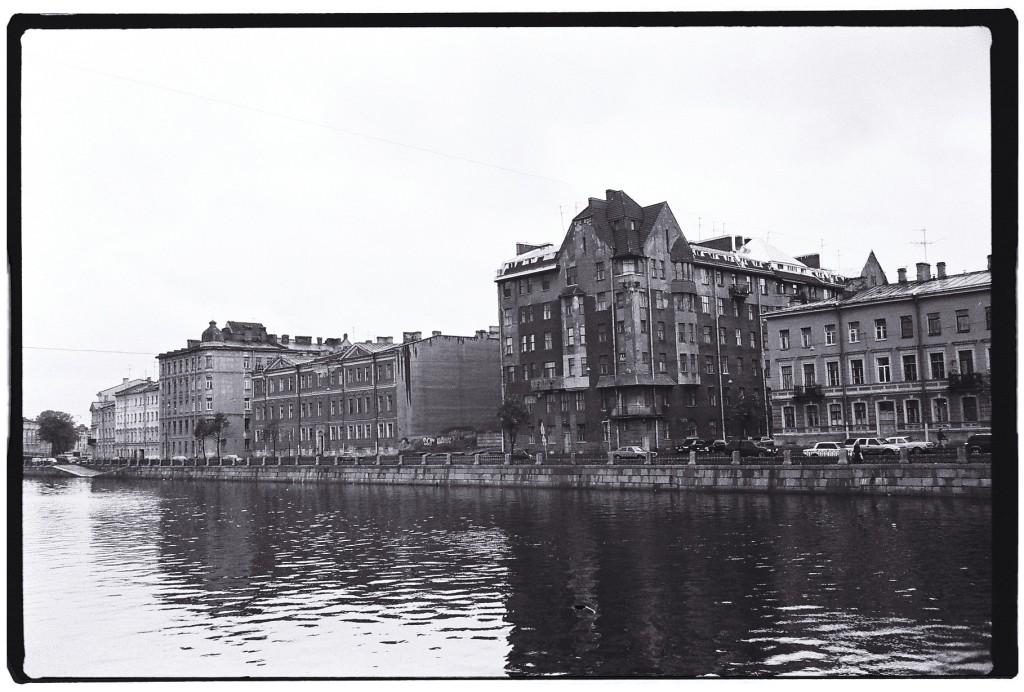 Les canaux n'ont pas encore gelés à Saint-Pétersbourg