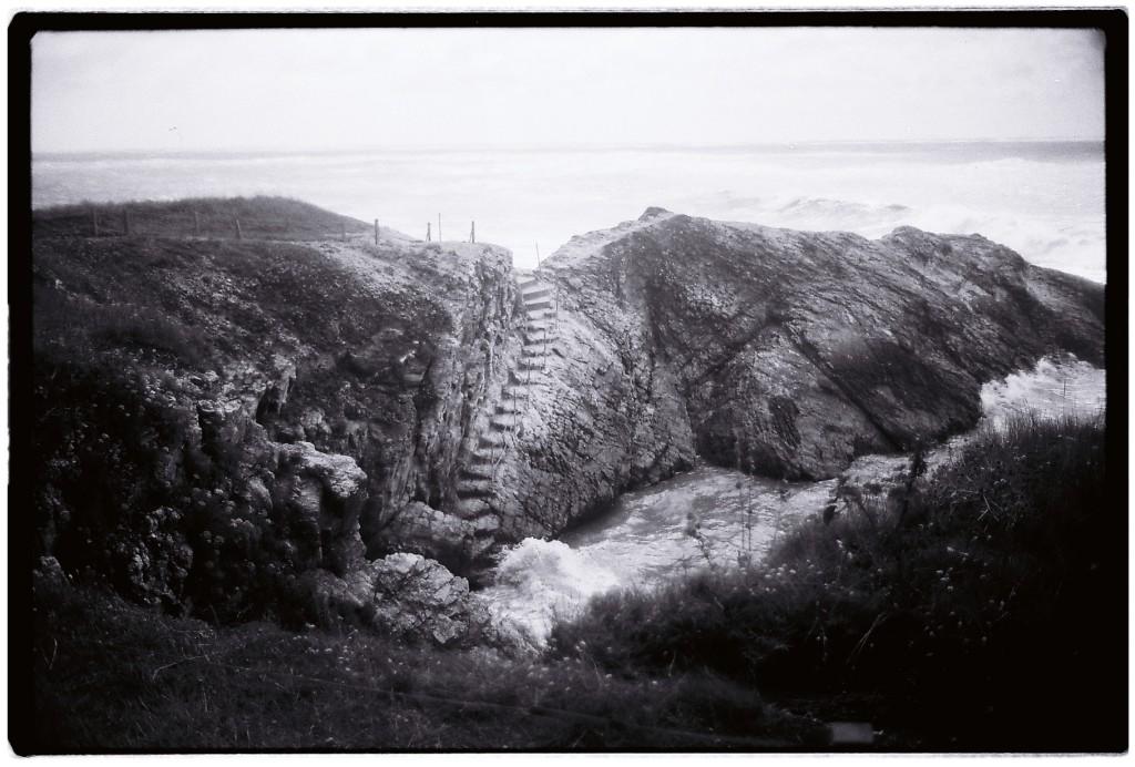 Un petit escalier sur la côte sauvage du Pouliguen