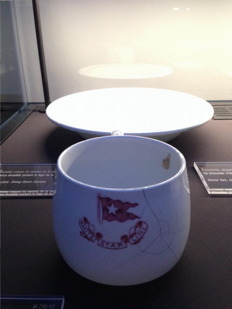 Une tasse et une assiette du Titanic