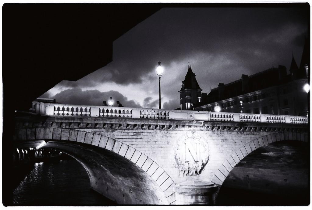 La nuit tombe sur Paris