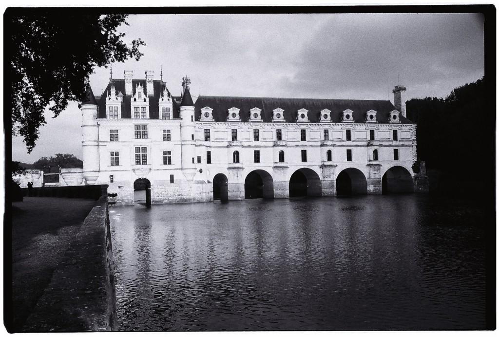 Le château de Chenonceau posé sur le Cher