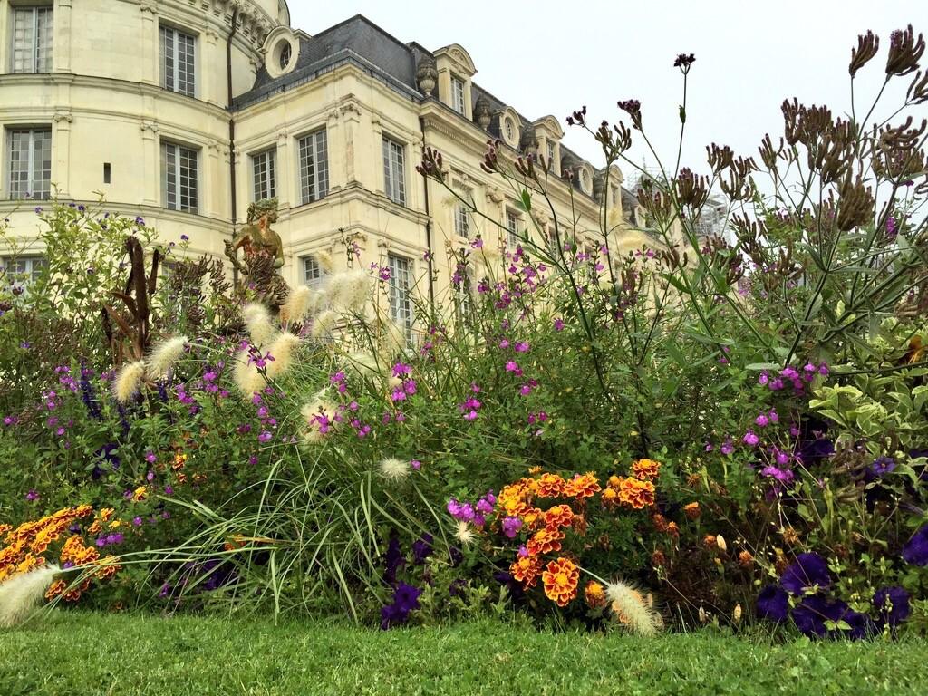 Le château de Valençay vu depuis les jardins
