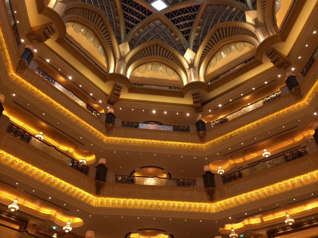 L'impressionnant atrium couvert d'or de l'Emirates Palace