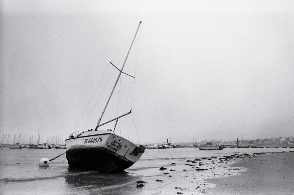 Un bateau attaché à un corps mort à Pornichet