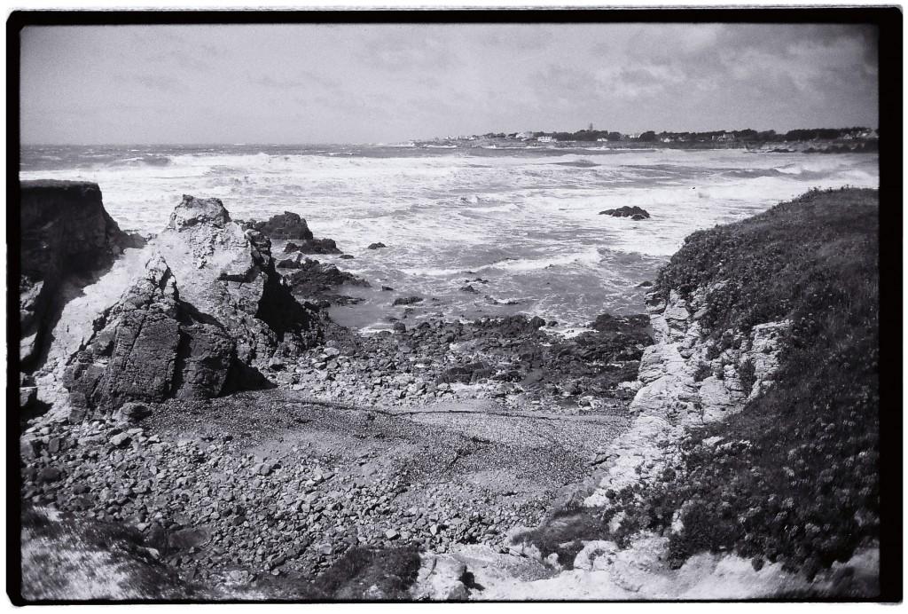 Vue sur la plage de la Govelle et la mer déchaînée