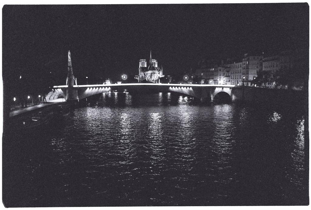 La Seine, la cathédrale, la nuit
