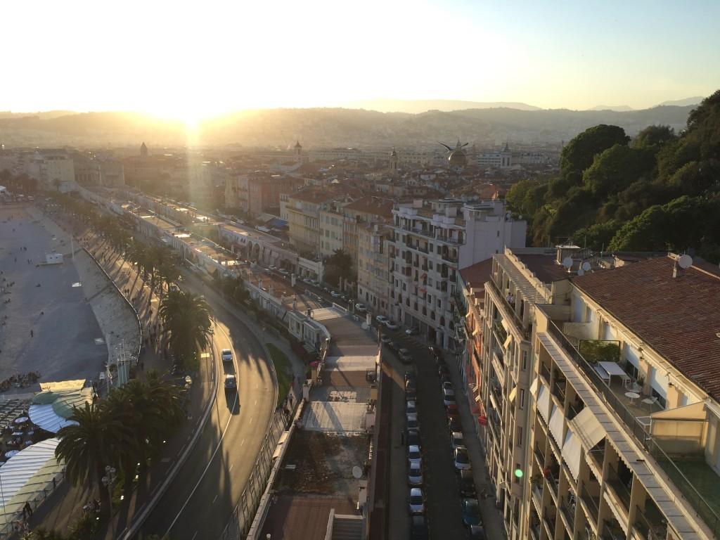 Vue sur Nice et l'agréable parc du château