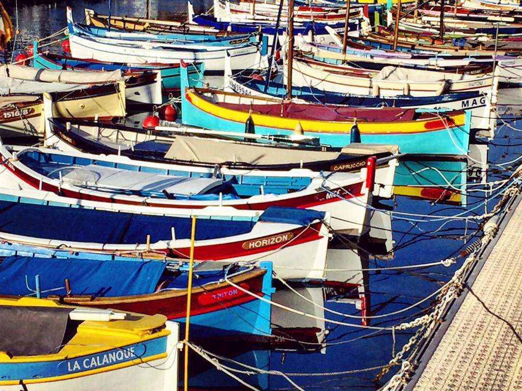 Des pointus amarrés au port de Nice