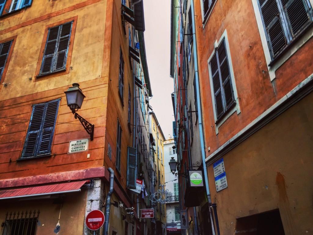 Les ruelles du vieux Nice sont l'âme de la ville.