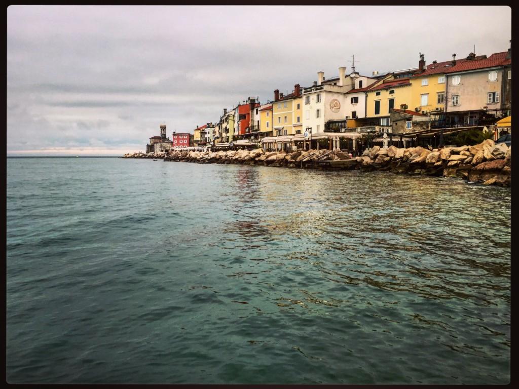 La pointe de la ville de Piran s'avançant vers la mer