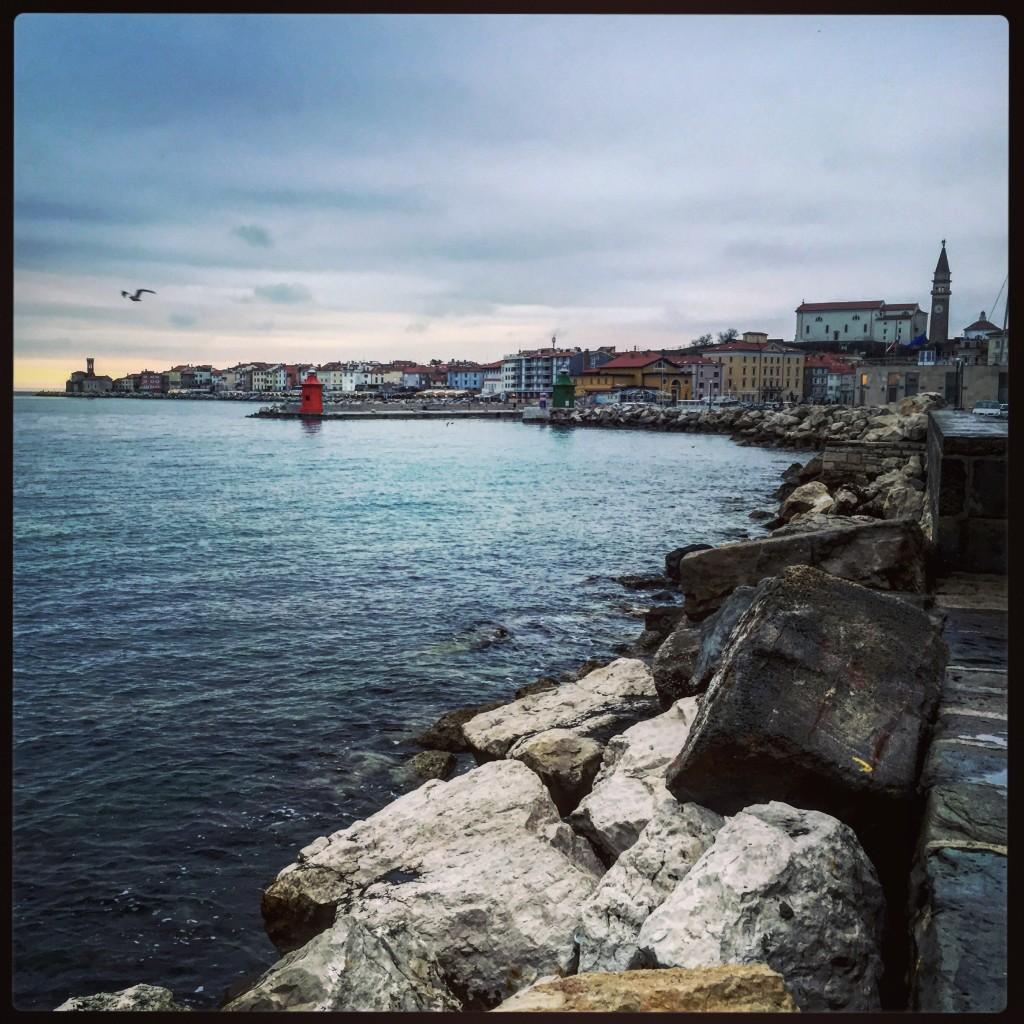 La ville de Piran s'avance dans l'adriatique et fait face à la fois à l'Italie et à la Croatie
