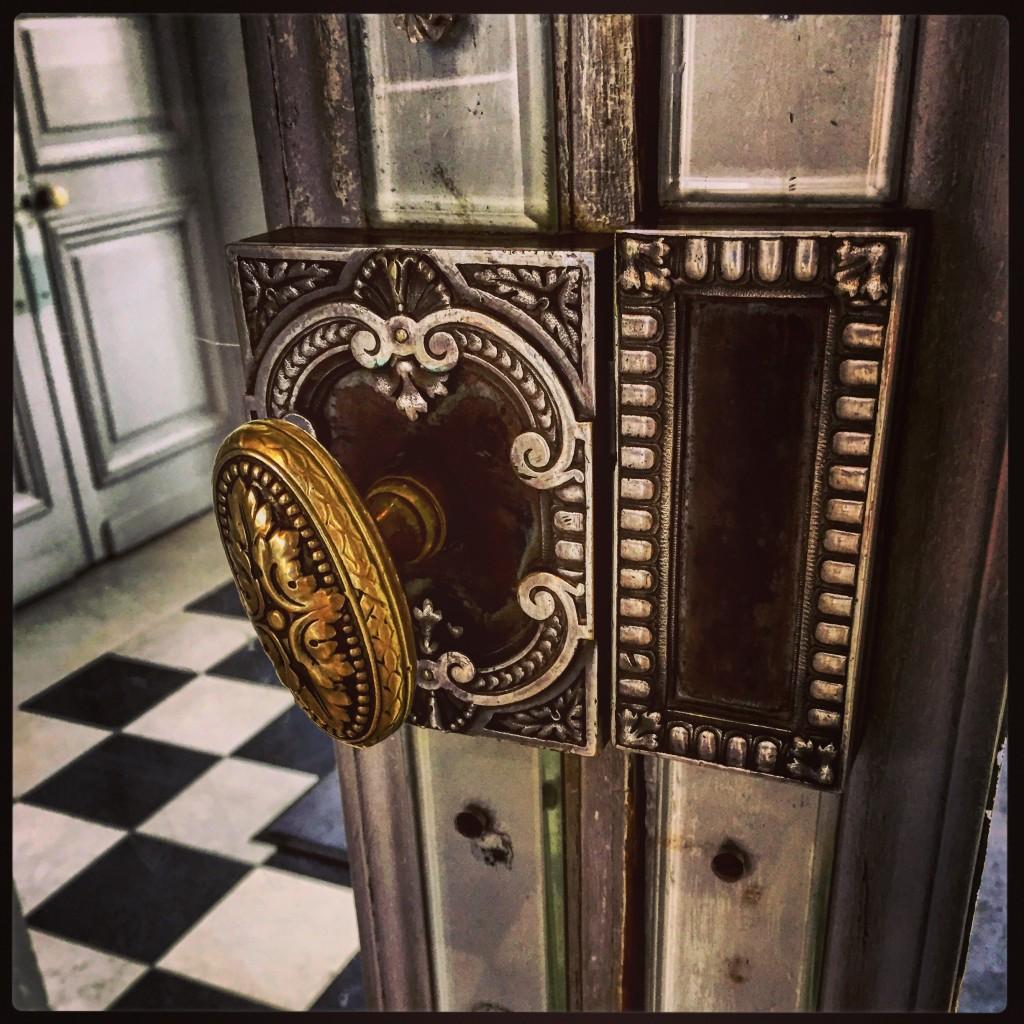 Le château de Valencayune poignée de porte qui invite à la découverte