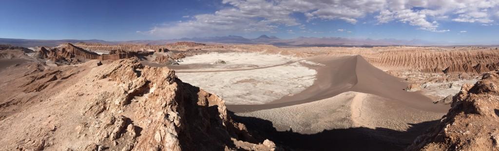 Panorama sur la vallée de la Lune dans le nord du Chili