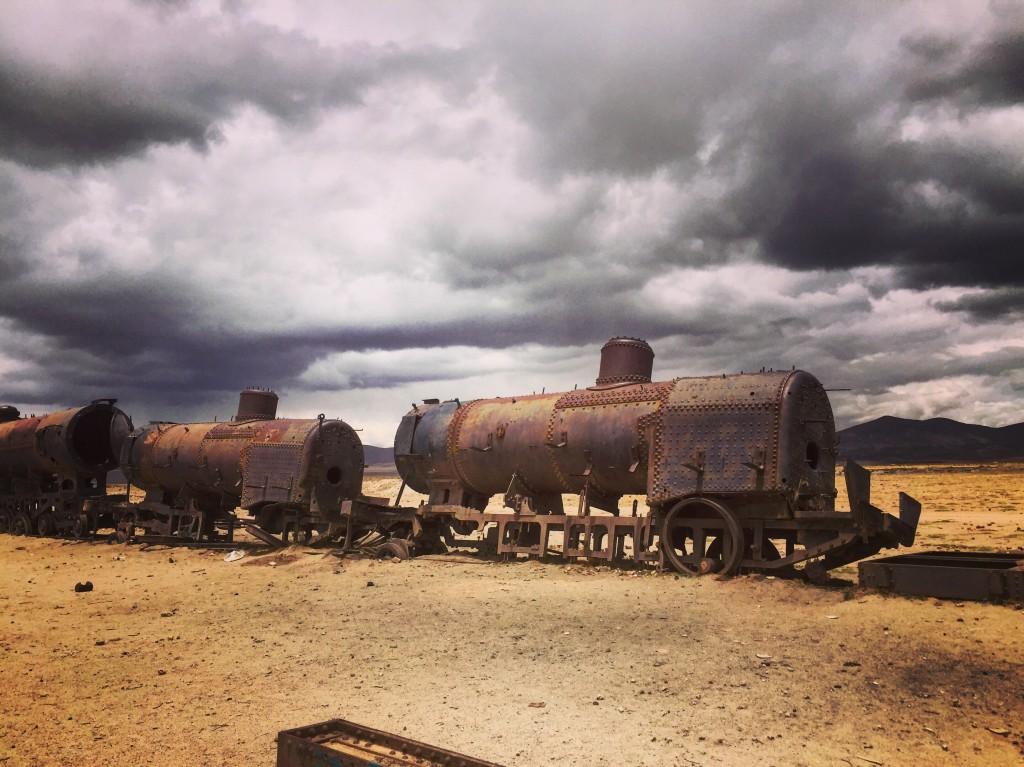 Des pièces de musée abandonnées en plein désert . Bolivie