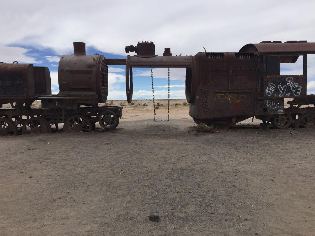 Une locomotive reconvertie en balançoire...