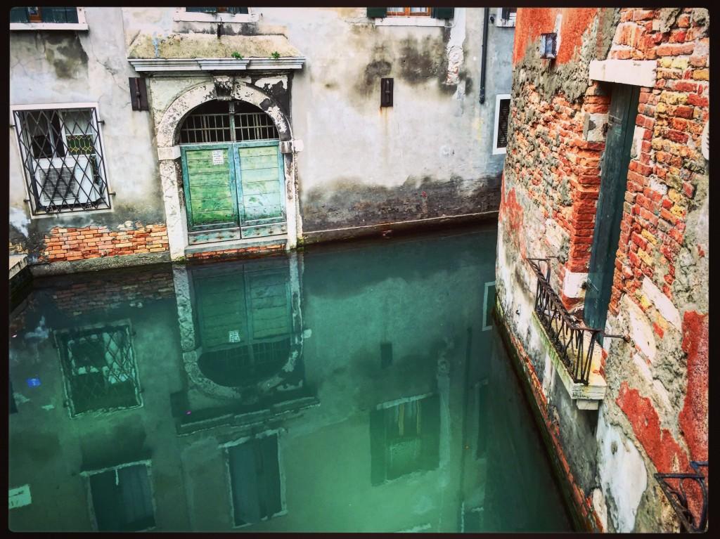 Pas de répit pour la ville l'eau est partout et elle cherche inlassablement à s'infiltrer