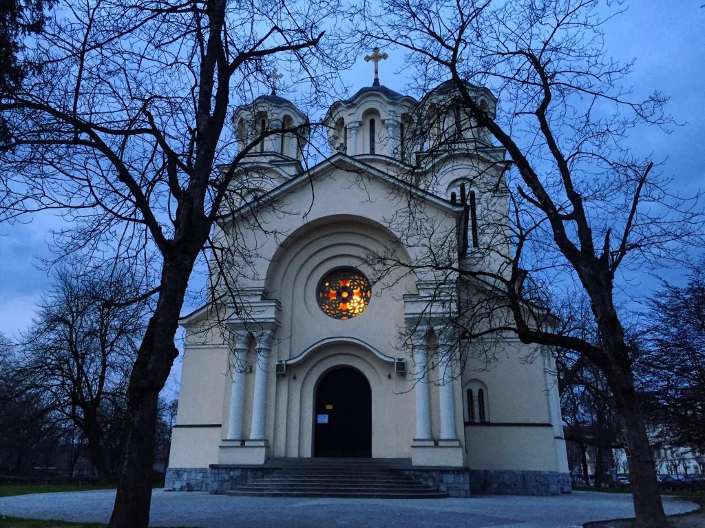 Une église orthodoxe au crépuscule