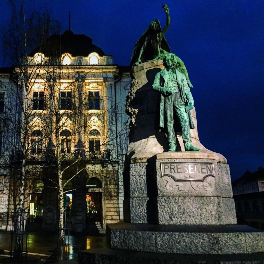 22. La place centrale de Ljubljana : Preseren