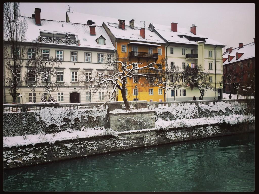 Sous la neige la ville prend une autre dimension