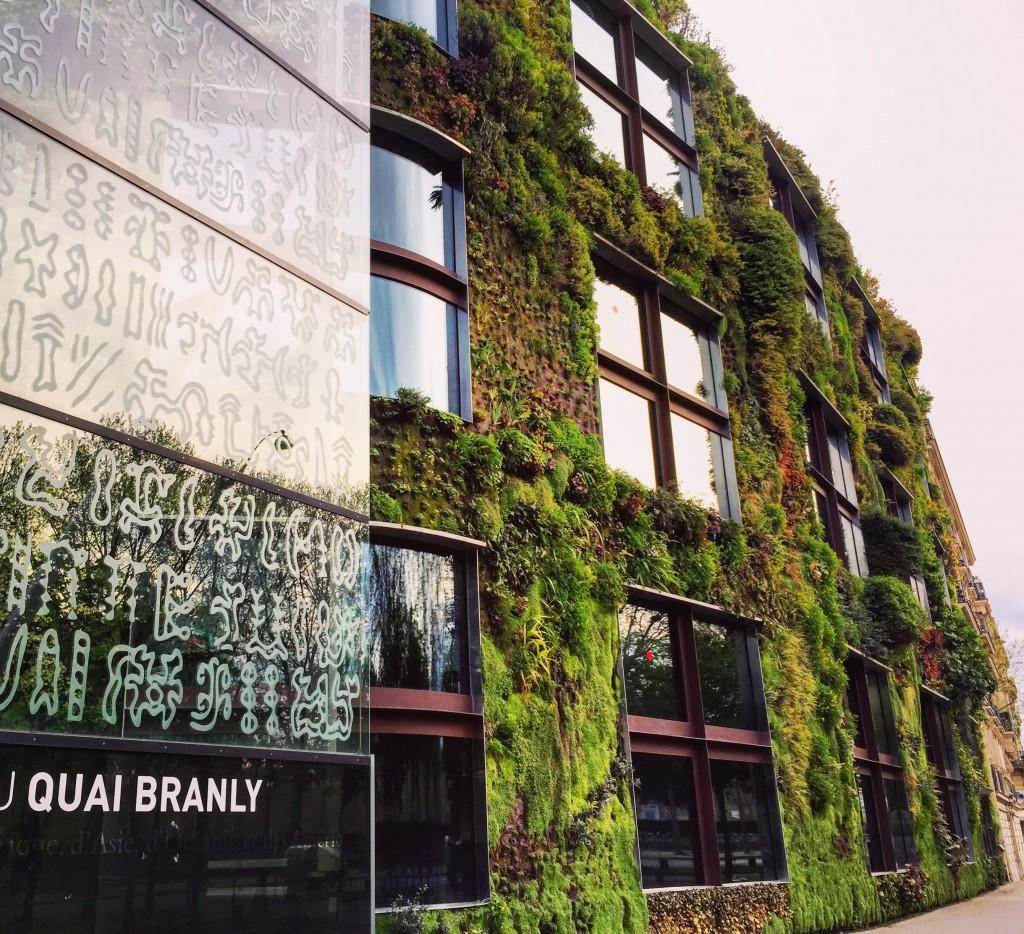 Façade végétale et insolite pour le musée du quai Branly
