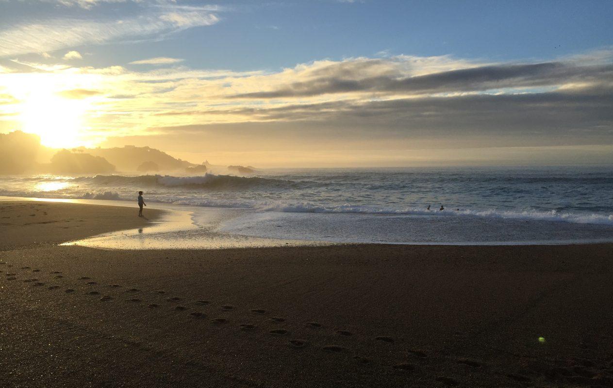 La grande plage un lieu ou surfer à Biarritz