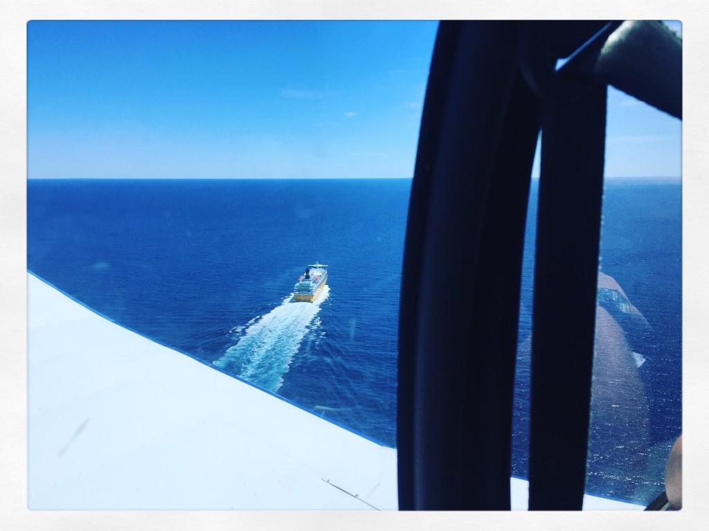 Nous croisons un ferry partant vers la Corse