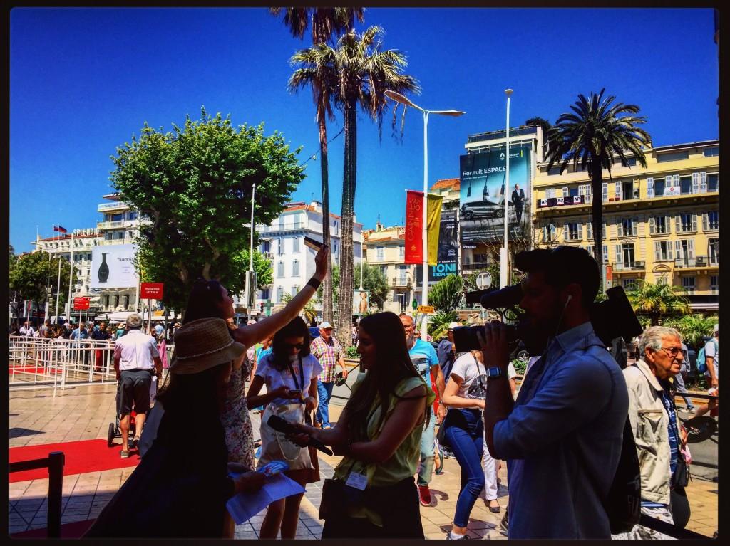 Interviews et selfies, bienvenue au Carnaval de Cannes.