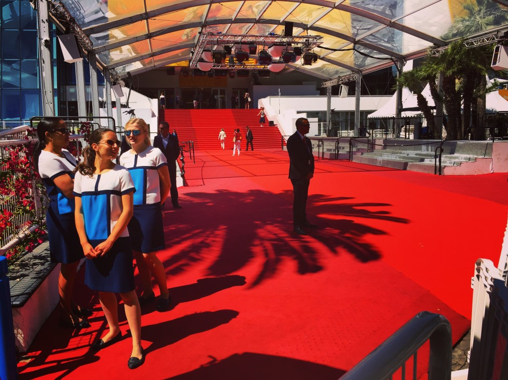 En attendant la montée des marches du Festival de Cannes.