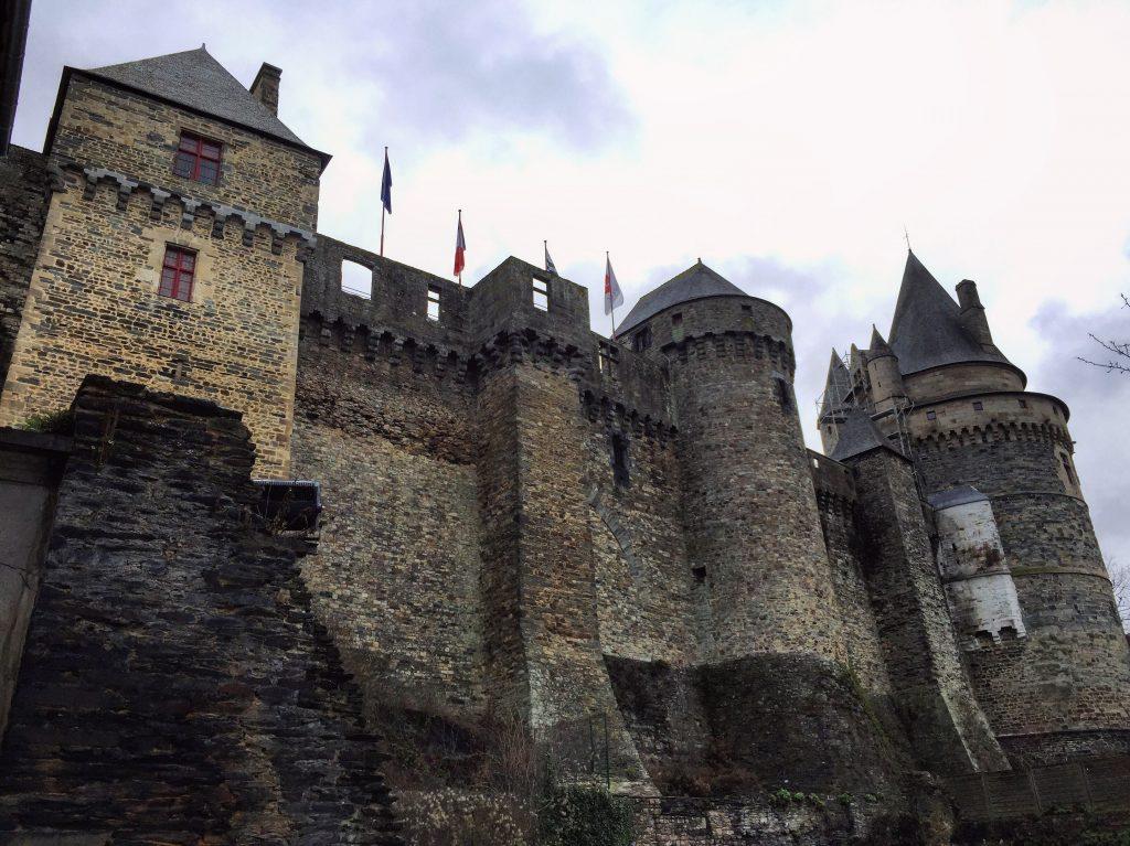 L'impressionnante muraille du château de Vitré