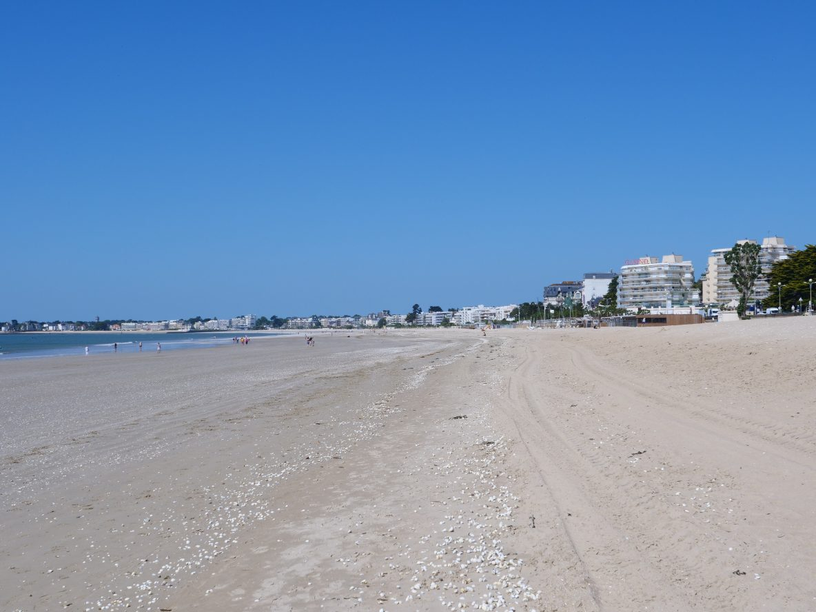 la plage de sable blanc de la Baule à marée basse