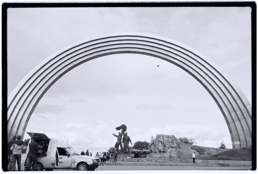 Un arc en ciel, à la mode soviétique, Kiev.